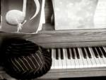 Piano / Hat